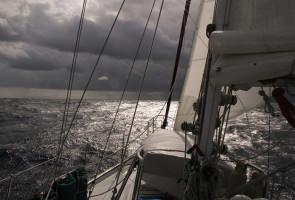 sailingBermuda-DarkStrmy